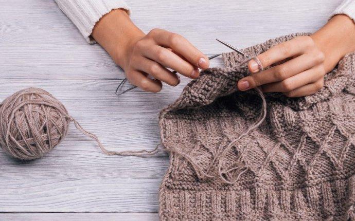 Как научиться вязать спицами и крючком: подробная инструкция для