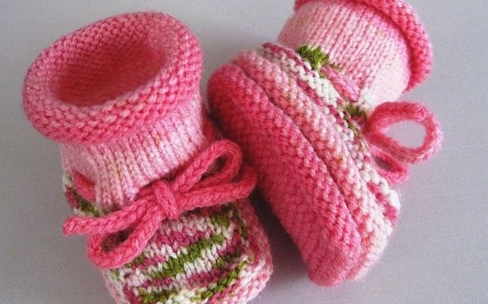 Вяжем пинетки для новорожденных спицами для начинающих - malyafka.ru